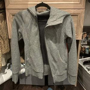 Lululemon grey zipper jacket🤍🖤